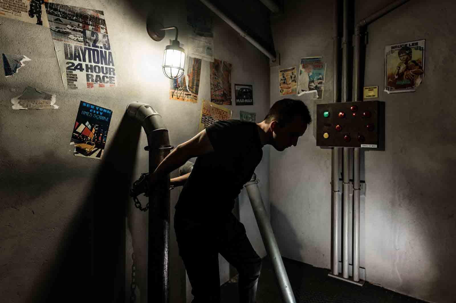 Homme retenu en otage dans les souterrains new-yorkais de Contagion